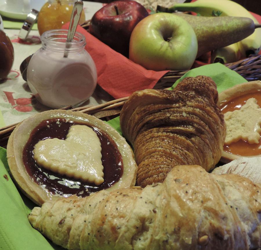 prima colazione, ricca e nutriente - b&b aBBaino