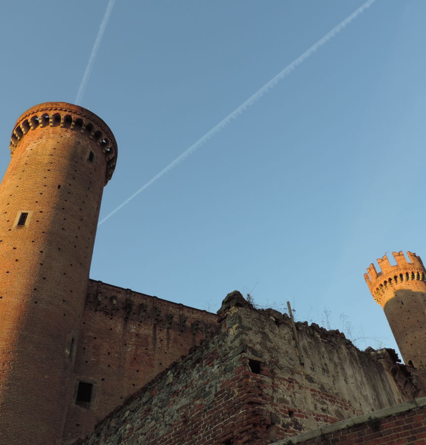 castello-ivrea-torri